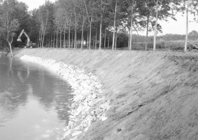 opere fluviali - realizzazione sponde in masso e terra